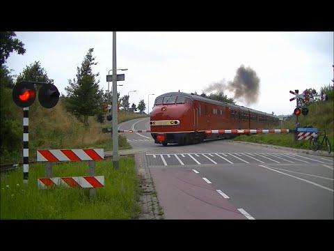Spoorwegovergang Simpelveld // Dutch railroad crossing