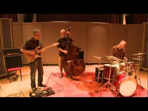 Binaural Audio - The MMA Trio - Jazz-Sampler at Navy Pier.mp4 (H)