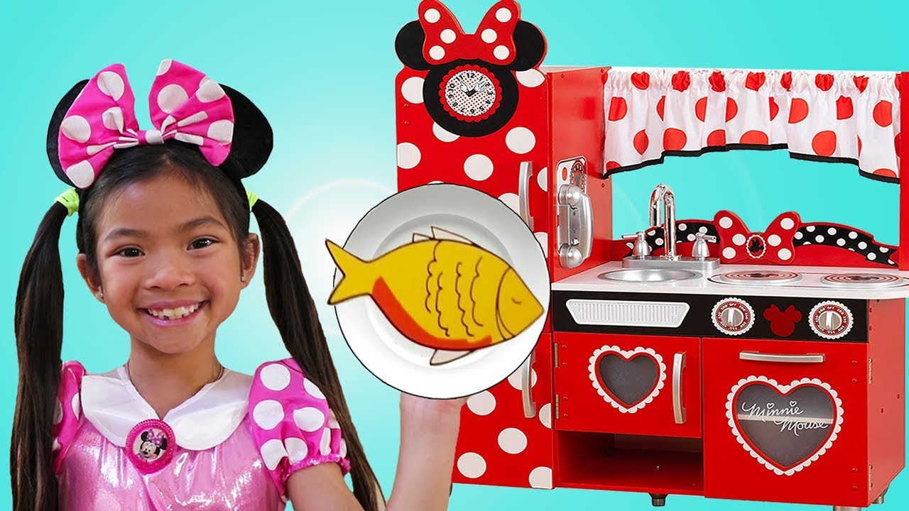 Emma Pretend Play With Minnie Mouse Costume Kitchen Food