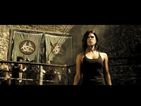 Иден Синклер (Рона Митра) сражается на арене с Теламоном в фильме Судный день / Doomsday