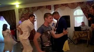 Зажигательный танец гостей на свадьбе!