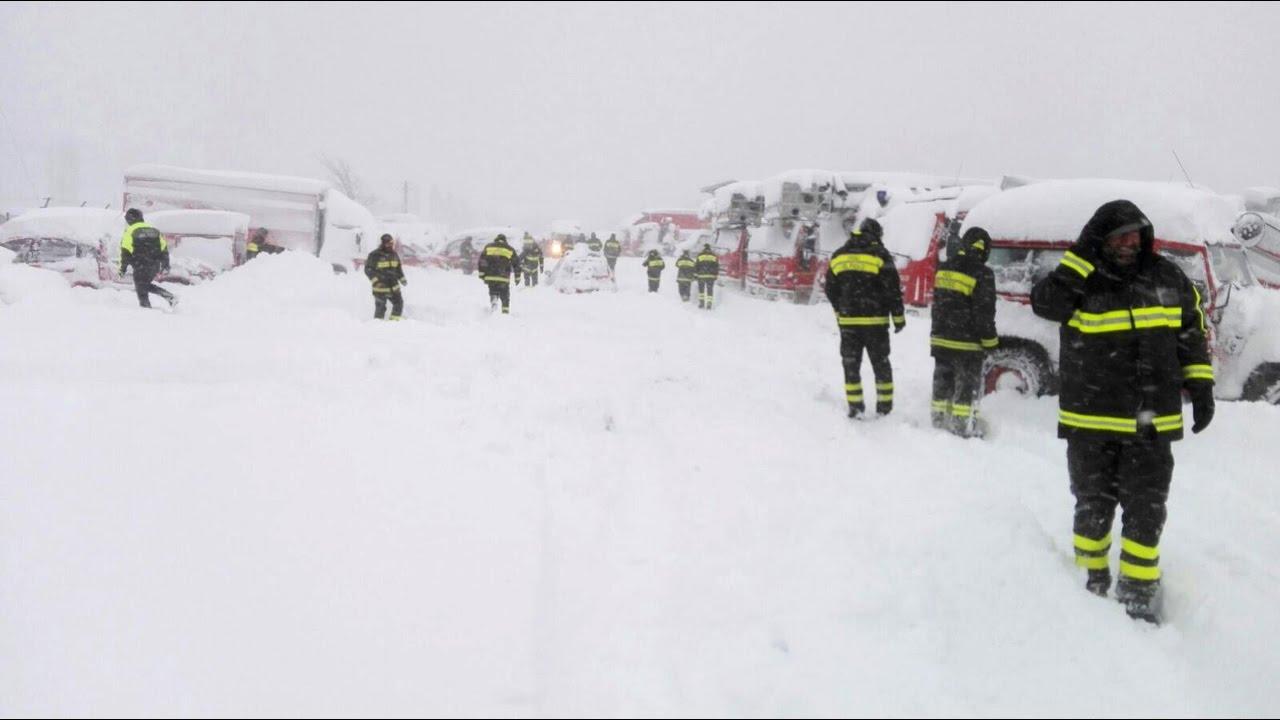 Risultati immagini per neve tra i terremotati