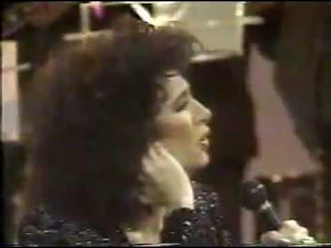 BEATRIZ ADRIANA canta al Buki Por el resto de mis años en LA MOVIDA 1992