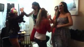 видео Гавайская вечеринка – что одеть?
