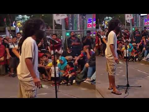 Penyanyi Malaysia Nyamar Jadi Gelandangan Keren Banget Suaranya