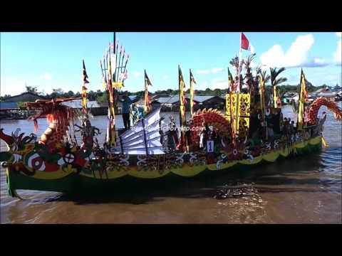 Traditional River Parade, Festival Budaya Isen Mulang 2016, Wonderful Indonesia Travel