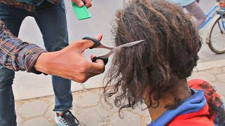 Potong rambut, bersihin Orang gila, Lucu katanya suka Lucinta luna