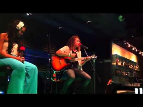 DeAndre sings in Tahitian- Fakateretere