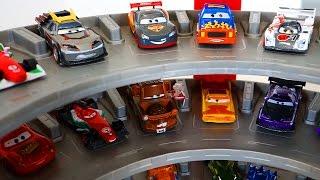 ТАЧКИ. Машинки Тачки и Маквин в гараже Хот Вилс. Мультик про машинки ТАЧКИ CARS Хот ВИЛС. Игрушки ТВ