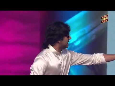 Ayushman Khurana mimics Kishore Kumar at the 5th Royal Stag Mirchi Music Awards!