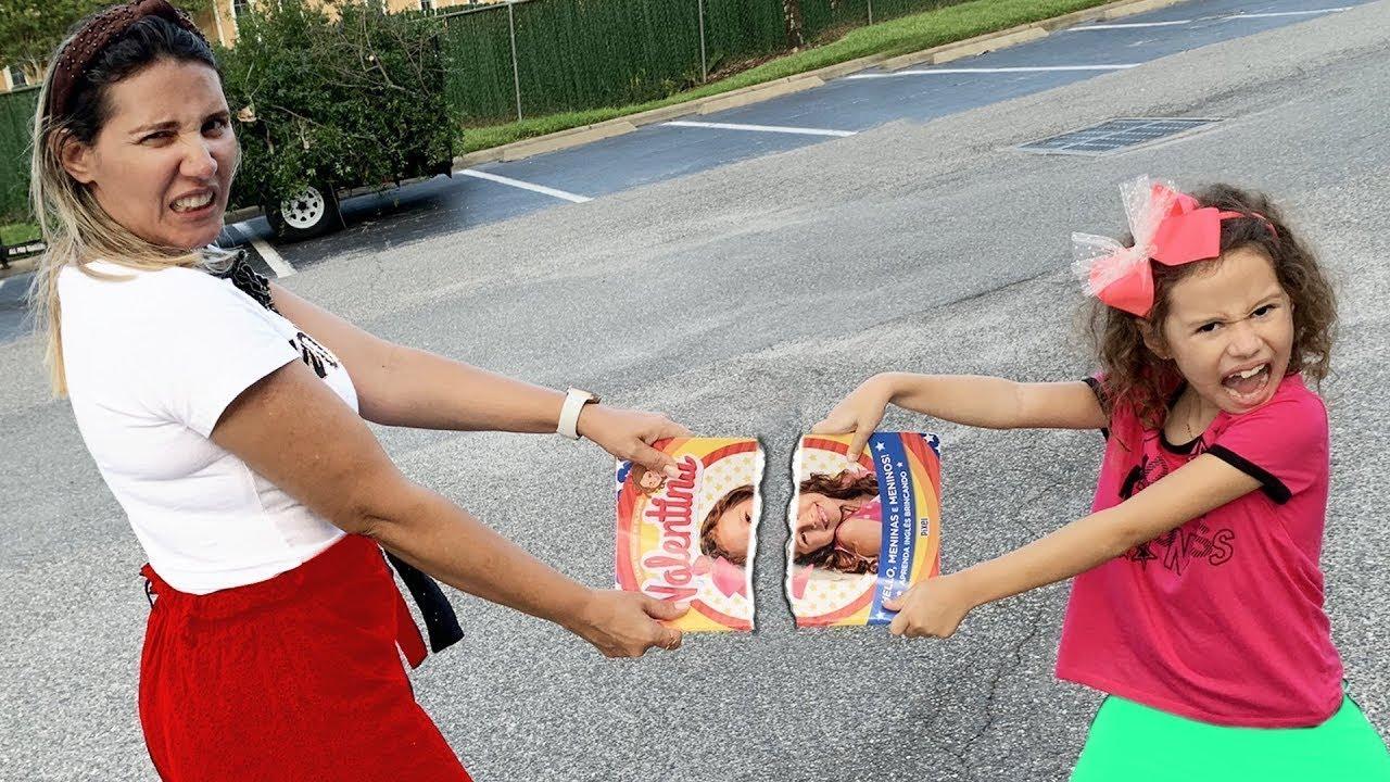 Erlania e Valentina querem o mesmo livrão