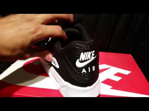 air-max-90-ultra-essential-review-+-on-foot-black-&-white-colorway