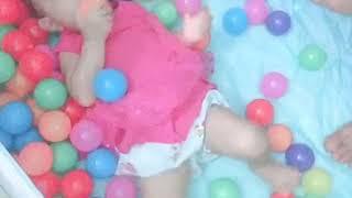 Quây bóng đồ chơi cho bé dưới 2 tuổi