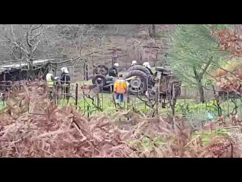 Muere el conductor de un tractor en un vuelco en A Estrada