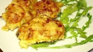 Очень вкусная Куриная грудка с помидорами под сыром