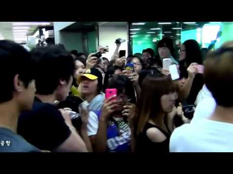 EXO MANAGER SLAPS FAN
