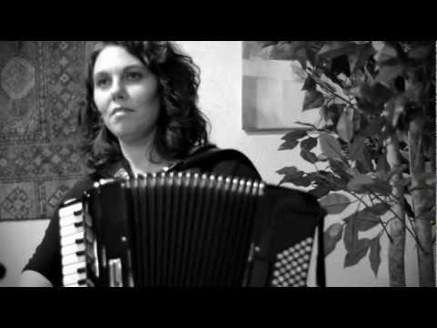 Ushti Ushti Baba/Ramo Ramo performed by Rumelia
