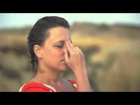 Respiração das Narinas Alternadas / Nadi Shodana - Sri Sri Yoga