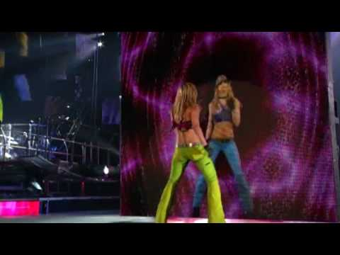 Britney Spears - Lonely Live (HD)
