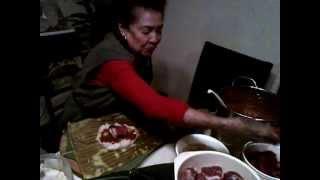 Abuela Dorita haciendo tamales al estilo Senahu dic 2012