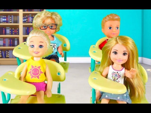 Rodzinka Barbie - Pierwszy dzień w szkole. Bajka dla dzieci po polsku. The sims 4. Odc. 63