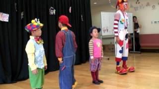 キッズクラウンについて:地域の子ども達にクラウン(道化師)を学んでもらい、一緒にたくさん笑い合おうと企画したものがキッズクラウン講...