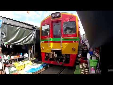 Удивительный рынок на железной дороге Тайланд / Maeklong Railway Market Thailand