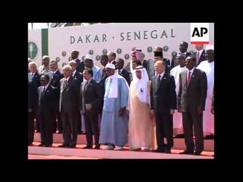 Muslim leaders gather for two-day Islamic summit; photo-op