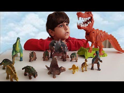 Evde kocaman dinazor parkı kurduk, oynadık. Parkın en korkunç dinazoru çılgın dinazor t rex.