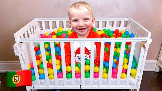 As crianças brincam com Bolinhas Coloridas | Coleção de vídeos para toda a família!