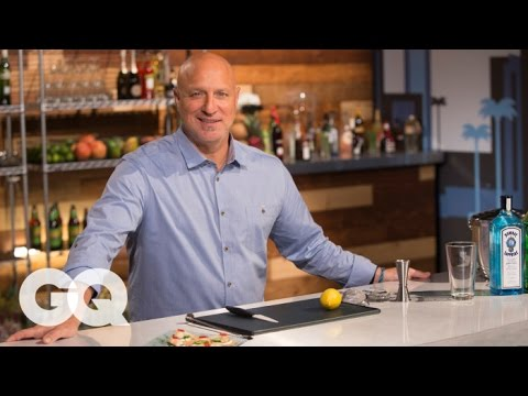 Tom Colicchio Shows You How to Make a Gin Martini | America's Bartender with GQ