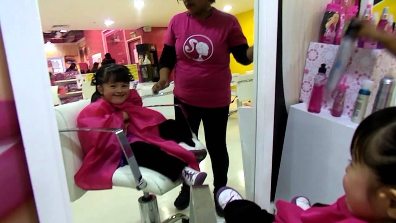 Damarita en el sal n de belleza casa de la barbie youtube - Como decorar mi salon ...