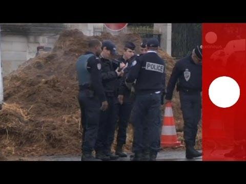 France : 20 tonnes de fumier déversées devant l'Assemblée Nationale