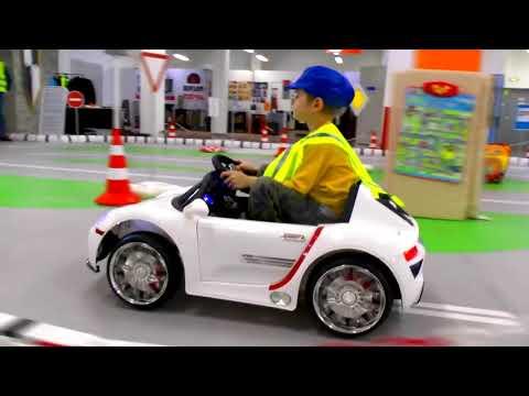 Макс ездит на машинках - Машинки для детей - Видео про машинки для мальчиков