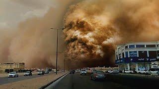الرياض تغرق في عاصفة غبارية مخيفة حولت النهار الى ظلام احمر رهيب ! السعودية