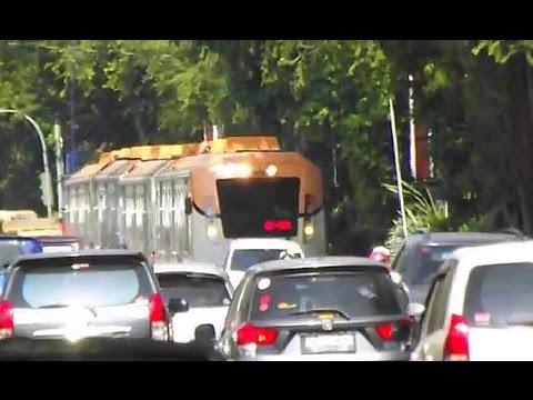 Kereta Bersaing di Jalan Raya : KRDI BaBi menggantikan Railbus Bathara Kresna yg Mogok