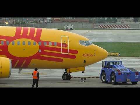 (HD) 20+ Minutes of Plane Spotting Concourse A at Chicago Midway International Airport KMDW / MDW