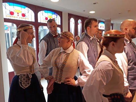 Smakelijke kippenpoot van gezond kuiken doovi for Letse keuken