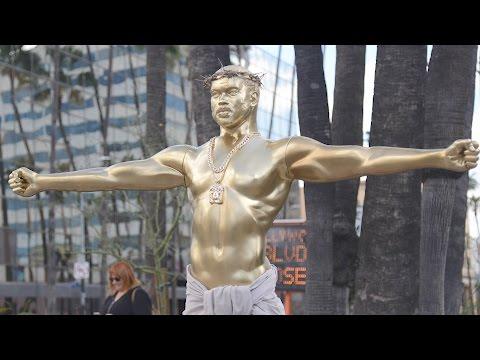 The Story Behind the Giant Kanye West Oscar Statue | Splash News TV