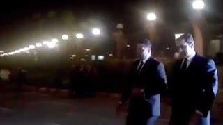 أخبار اليوم | لحظة وصول علاء مبارك لعزاء محمود عبد العزيز