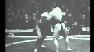 Nayoroiwa vs. Akinoumi : Aki 1945 (名寄岩 対 安藝ノ海)