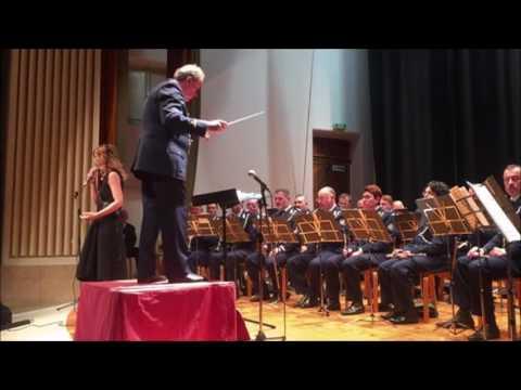 Monica Hill canta con la Banda Militare della Repubblica di San Marino