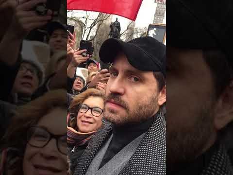 """""""Tenemos nuevo presidente en Venezuela"""", dijo entre lágrimas el actor Edgar Ramírez"""