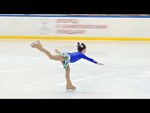 Выступление на льду, фигурное катание девочки