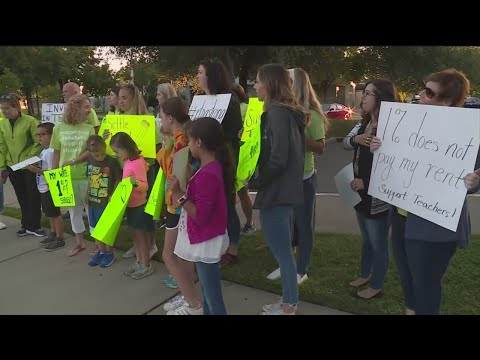 Rocklin Teachers, Parents Protest Over Stalled Contract Negotiations