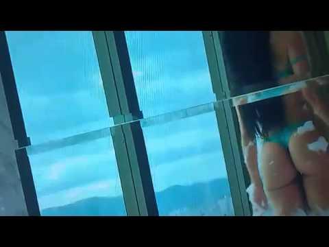 Camila vernaglia esfregando a bunda ...