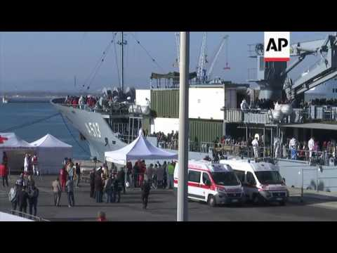 Ship with 1,000 migrants on board docks in Italy