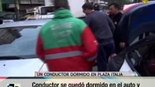 Conductor dormido en auto en Plaza Italia 05 10