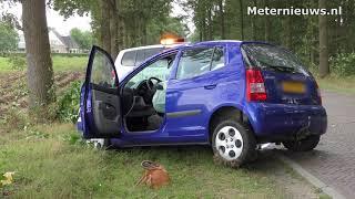 Auto tegen boom Aalden