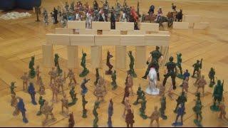 Война солдатиков. Игры для мальчиков. | Toy soldiers war. Games for boys(Всем привет! Сегодня мы проведем бой между двумя армиями солдатиков: древней и современной. Кто же победит..., 2016-02-11T19:59:28.000Z)